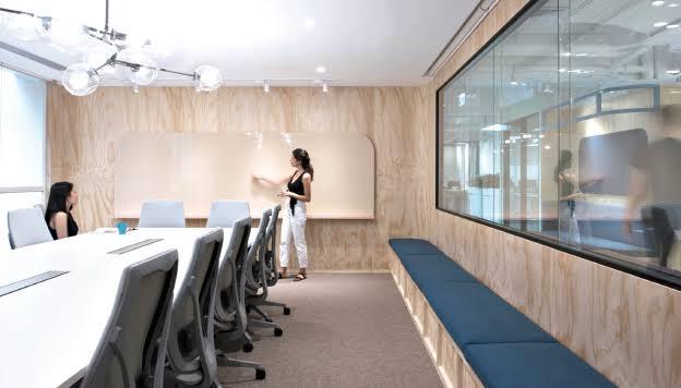 Karpet Untuk Konsep Ruang Kerja Terbuka